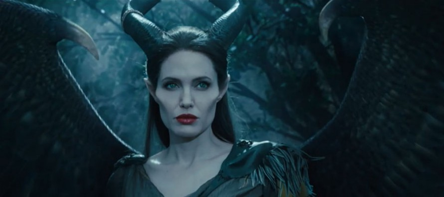 Maleficent-Angelina-Jolie-890x395